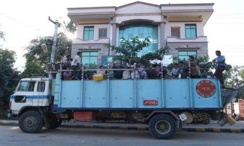 MYANMAR / BIRMA / GDZIEŚ PO DRODZE / DO ROBOTY