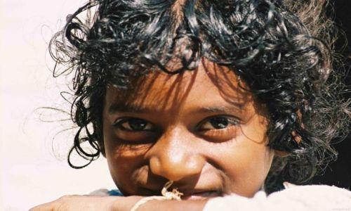 Zdjecie MYANMAR / Daleka prowincja / Mandalay/okolice/ / Chłopiec z Birmy