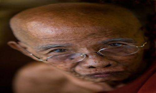 Zdjecie MYANMAR / Rangoon / Rangoon / mnich