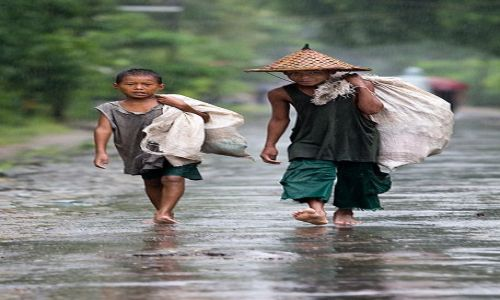 Zdjecie MYANMAR / Rakhine  / Ngapali / deszczowi przyjaciele