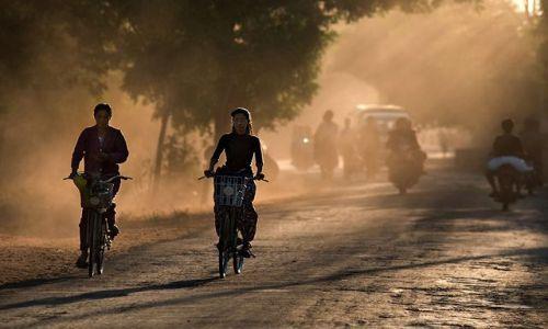 Zdjecie MYANMAR / Mandalay / Bagan / w drodze do domu