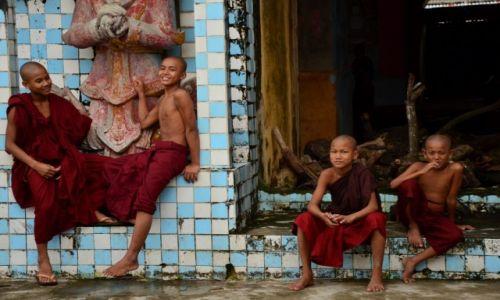 Zdjęcie MYANMAR / Bago / Bago / Młodzi mnisi