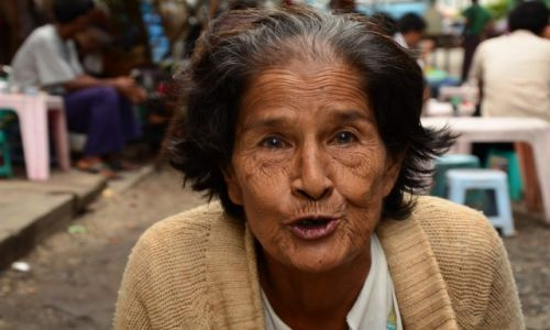 Zdjecie MYANMAR / Yangon / Yangon / Spotkanie w Teahouse