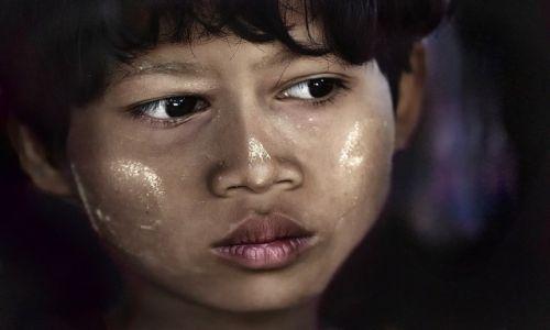 Zdjecie MYANMAR / Mandalay / Mt Popa / Dziewczynka z  Mt Popa