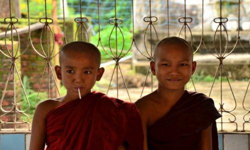 Zdjęcie MYANMAR / Bago / Bago / Monks