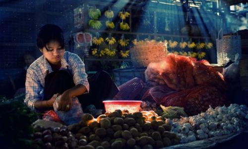 Zdjęcie MYANMAR / Central / Rangoon / Na targu pod Schwedogon