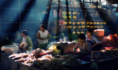 Zdjęcie MYANMAR / Central / Rangoon / Na targu pod Shwedogon