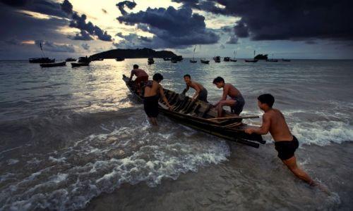 Zdjęcie MYANMAR / Rakhine / Ngapali / na polow wyplywamy
