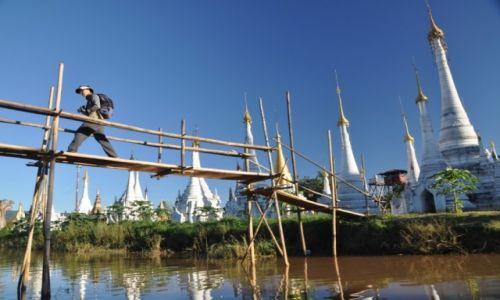 Zdjęcie MYANMAR / Inle Lake / Inle Lake / Backpacker w Birmie