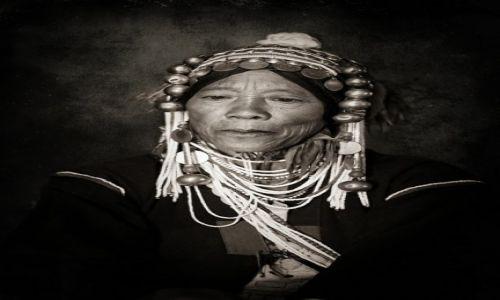 Zdjecie MYANMAR / SHAN EAST / OKOLICE KENGTUNG / Dumna Pani