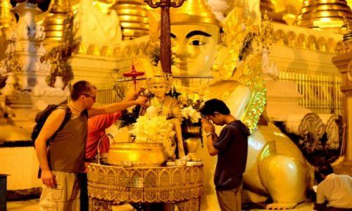 Zdjecie MYANMAR / Rangun / Shwedagon Pagoda / Polewanie wodą