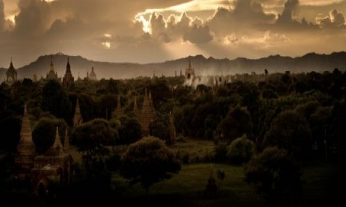 Zdjecie MYANMAR / - / Bagan / Kraina fantasy