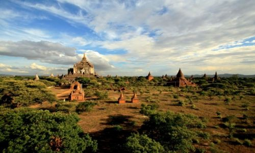 MYANMAR / - / Bagan / pagody po horyzont
