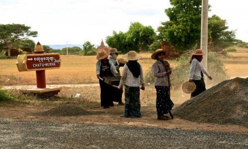 MYANMAR / - / Bagan / budowa drogi