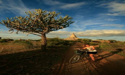MYANMAR / - / Bagan / rowerem po birmie