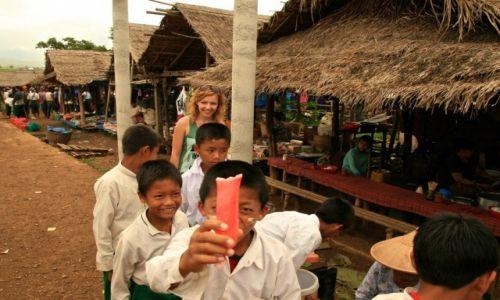 Zdjecie MYANMAR / - / Jezioro Inle / dzieci ze szkoły w birmie