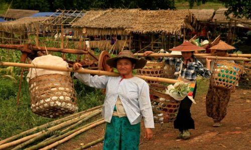 Zdjecie MYANMAR / - / Jezioro Inle / kobiety na targu