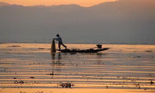 Zdjecie MYANMAR / stan Shan / jezioro Inle / zachód słońca nad Inle