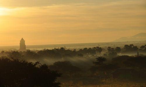 Zdjecie MYANMAR / - / Bagan / Bagan o wschodzie słońca
