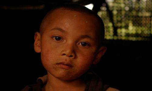 Zdjecie MYANMAR / Shan State / gdzieś między Kyaukme, a Hsipaw / Chłopiec