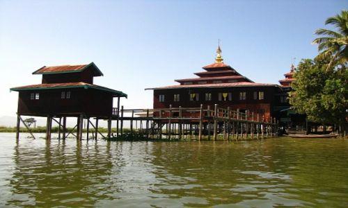 Zdjecie MYANMAR / stan Shan / jezioro Inle / wiejski klasztor