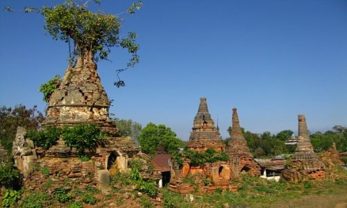 Zdjecie MYANMAR / stan Shan / jezioro Inle / pagody w wiosce Inthein
