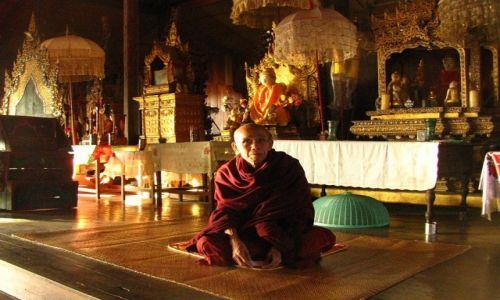 MYANMAR / stan Shan / okolice jeziora Inle / wiejski klasztor