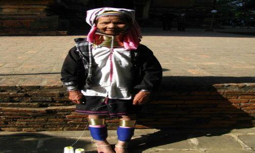 Zdjęcie MYANMAR / środkowa Birma / Stary Bagan / kobieta z plemienia Padaung