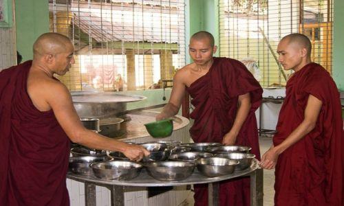 Zdjęcie MYANMAR / Bago / Bago / Klasztor buddyjski od kuchni