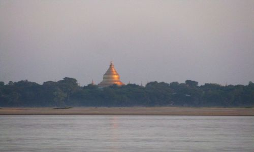 MYANMAR / środkowa Birma / Irawadi / Shwezigon Paya