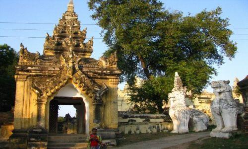 Zdjecie MYANMAR / okolice Mandalay / Inwa / Maha Aungmye Bonzan Kaung