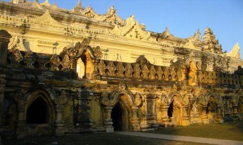 Zdjęcie MYANMAR / okolice Mandalay / Inwa / Maha Aungmye Bonzan Kaung