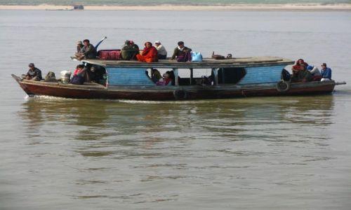 Zdjęcie MYANMAR / trasa Mandalay - Mingun / Irawadi / życie na Irawadi