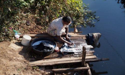 Zdjecie MYANMAR / jezioro Inle / jezioro Inle / pranie
