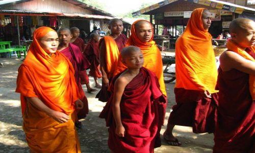 Zdjęcie MYANMAR / okolice Mandalay / Mingun / wycieczka z klasztoru