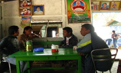 Zdjęcie MYANMAR / okolice Mandalay / Mingun / birmańska kawiarnia