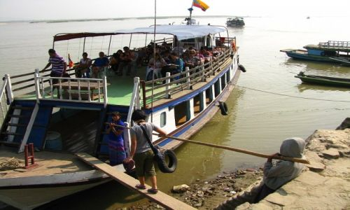 Zdjęcie MYANMAR / okolice Mandalay / Mingun / przystań promowa