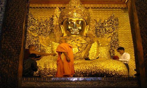 MYANMAR / Mandalay / Mandalay / posąg Buddy Mahamuniego