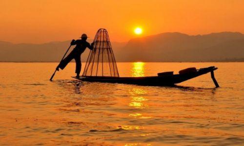 Zdjęcie MYANMAR / - / Inle Lake / Rybak