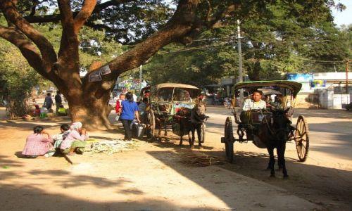 Zdjecie MYANMAR / trasa Nyaungshwe - Nyaung OO / . / wiejskie taksówki