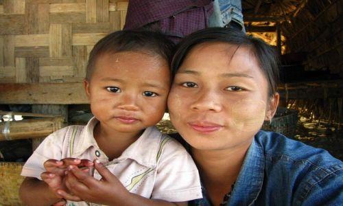 Zdjęcie MYANMAR / okolice Baganu / Nyaung OO / portret mamy