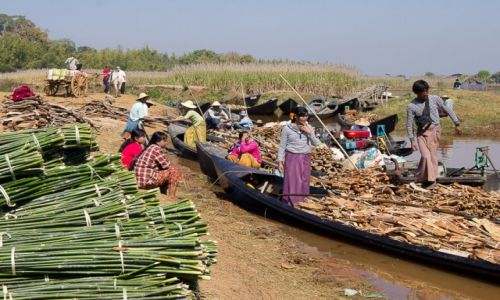 Zdjęcie MYANMAR / stan Shan / Jezioro Inle / Dzień targowy nad jeziorem Inle