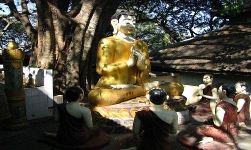 Zdjęcie MYANMAR / okolice Baganu / Góa Kwiatów / Budda i jego uczniowie