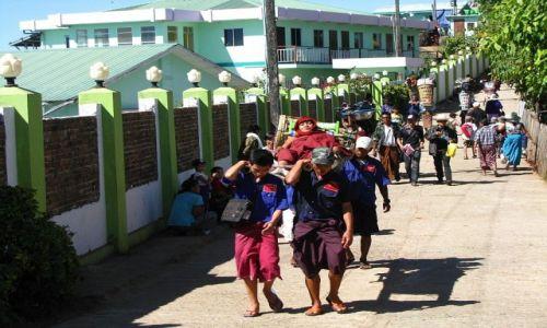 Zdjęcie MYANMAR / okolice Bago / Kyaiktiyo / dla wygodnych