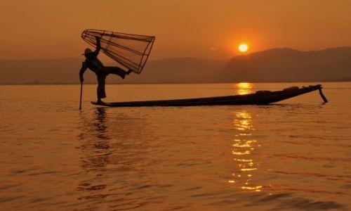 Zdjecie MYANMAR / - / Inle Lake / Rybak