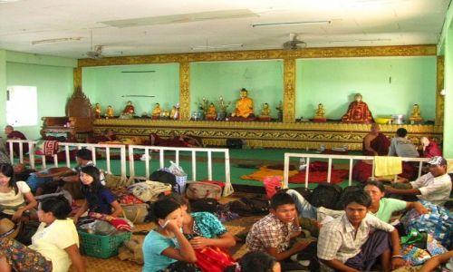 Zdjęcie MYANMAR / okolice Bago / Kyaiktiyo / obrazek z Kyaiktiyo