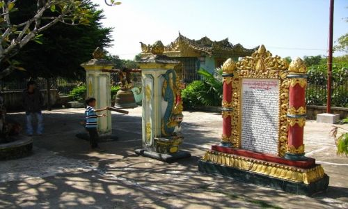 Zdjęcie MYANMAR / Bago / Bago / Kyaik Pun Paya