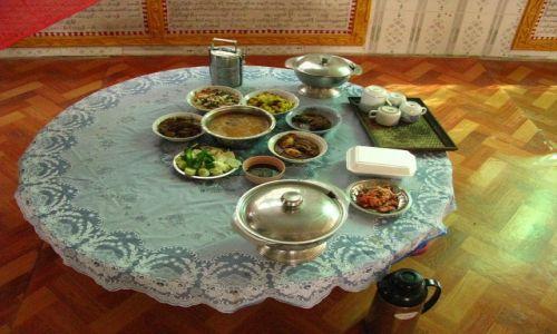 Zdjęcie MYANMAR / Bago / Bago / klasztor Sha-Khat Wain stół przeora