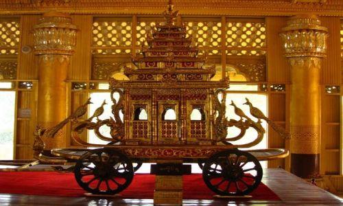 Zdjęcie MYANMAR / Bago / Bago / Kanbawzathadi Palace powóz królewski