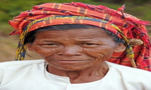 Zdjecie MYANMAR / Myanmar / góry  / Kobieta z plemienia górskiego